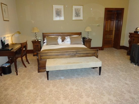 Glenlo Abbey Hotel: Bed area