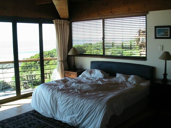 African Perfection Jeffreys Bay: Main bedroom of Penthouse Suite