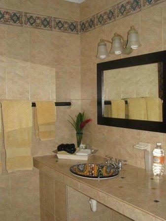 Baldwin's Guest House Cozumel: Our bathroom