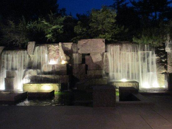 Franklin Delano Roosevelt Memorial: waterfall at FDR Memorial