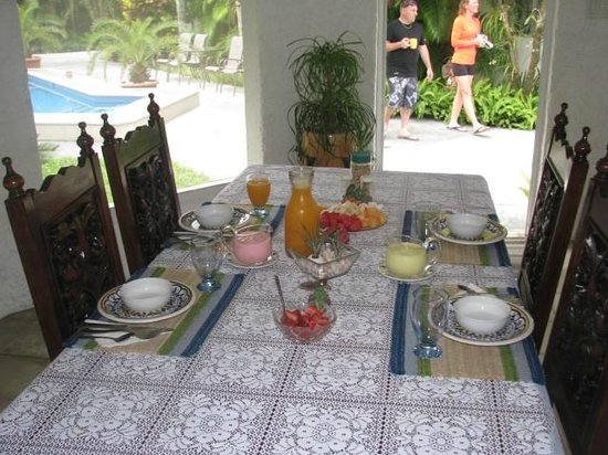 Baldwin's Guest House Cozumel: Breakfast table