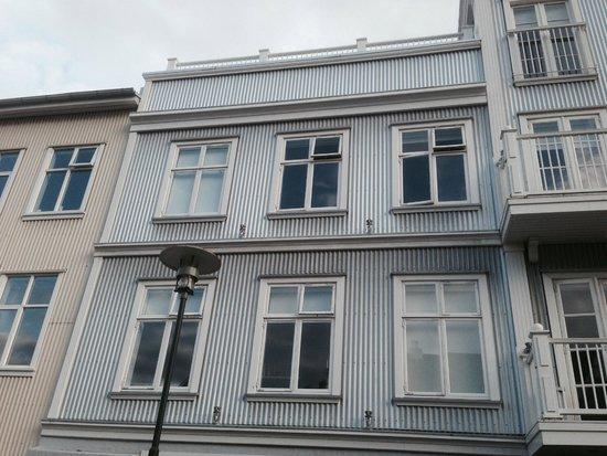 Kvosin Downtown Hotel: Front of hotel (left side)