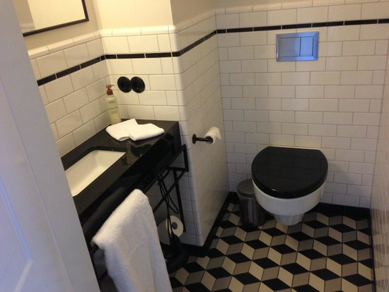 Kvosin Downtown Hotel: Bathroom