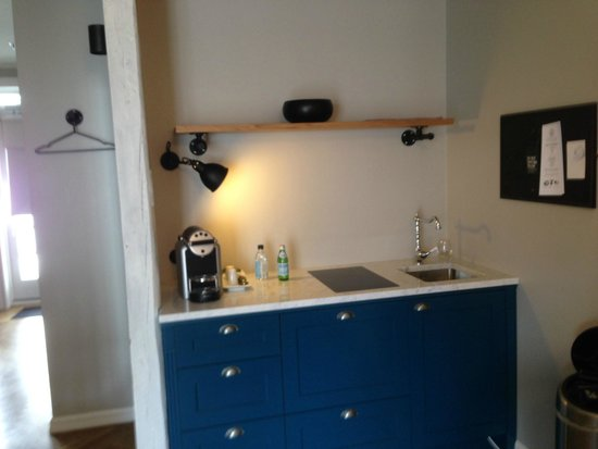 Kvosin Downtown Hotel: Kitchenette area