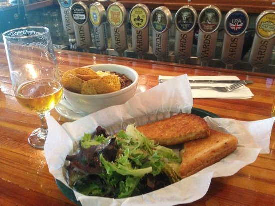 Yards Brewing Company : Lunch - Chili and grilled cheese