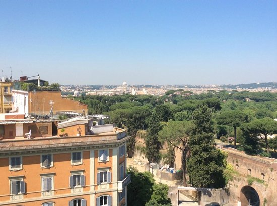 Rome Marriott Grand Hotel Flora: View from balcony