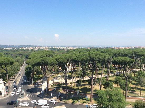 Rome Marriott Grand Hotel Flora : View from balcony