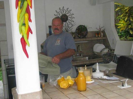 Baldwin's Guest House Cozumel: Creator of your fresh breakfast juice