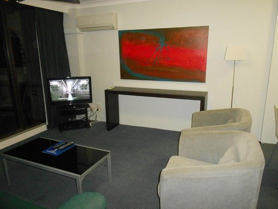 Aristocrat Holiday Apartments: Lounge room