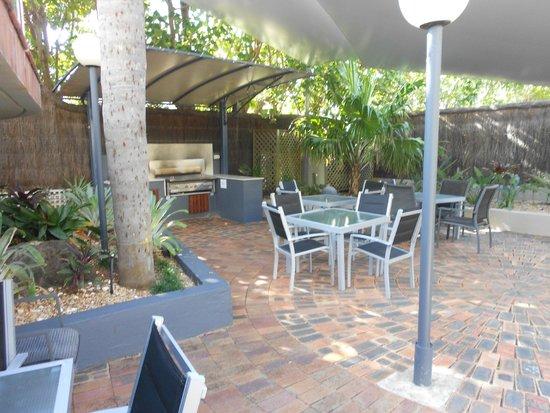Aristocrat Apartments Gold Coast: BBQ area