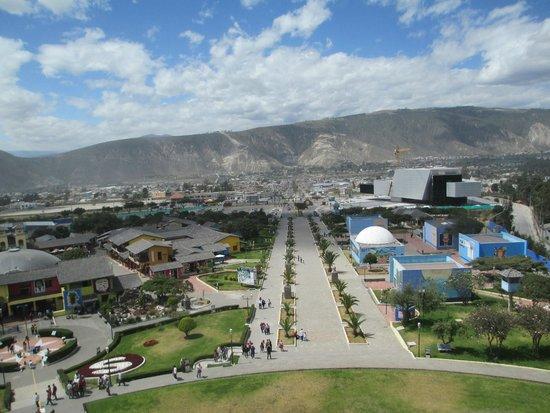 Monument équatorial (La Mitad del Mundo) : View from the top