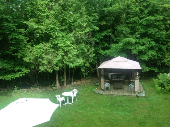 Trollhaugen Lodge, LLC: Rear Relaxation Area