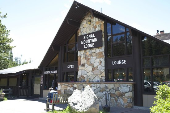 Signal Mountain Lodge : Front of Lodge