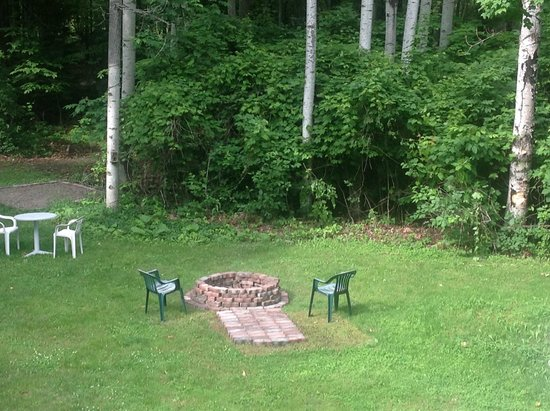 Trollhaugen Lodge, LLC: Room view of new fire pit