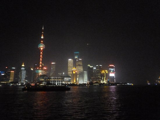 The Peninsula Shanghai : A night view from the room