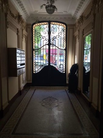 Chez Josephine : Looking at the main entrance from the inside