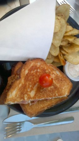 Pick up Grillé : duck grilled cheese and chips