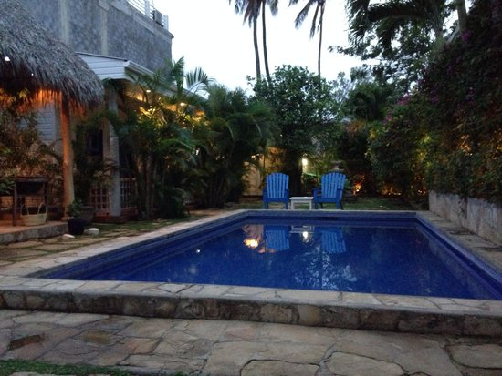 La Posada Azul : Serene pool at sunset