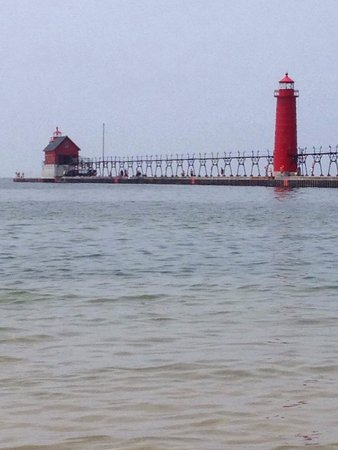 Grand Haven Lighthouse and Pier: Lighthouse