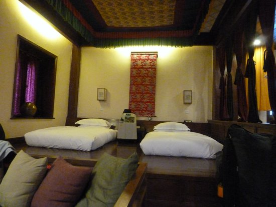 Songtsam Retreat at Shangri la - MGallery Collection: sleeping area of the room