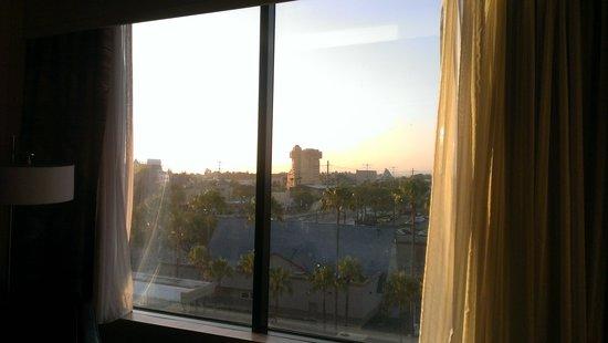 Red Lion Hotel Anaheim Resort : Room #822 view 1
