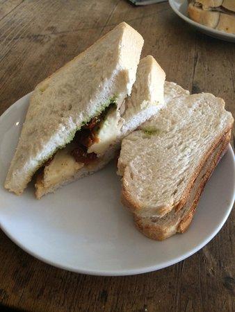 Bird & Carter Farm Shop Cafe: Brie, sundried tomatoes & pesto sandwich