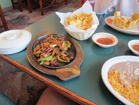 Mango's Mexican & American Grill: Beef Fajitas were very nice