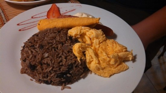 Adventure Inn: Gallo Pinto for breakfast