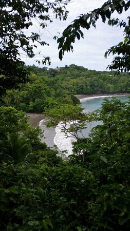 Tulemar Bungalows & Villas: A view of the beach from the North trail