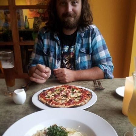Restaurante Mango at Isla Verde: Gourmet lamb sausage (mint & feta) pizza