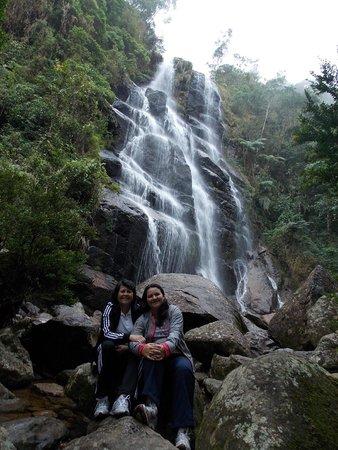 Parque Nacional do Itatiaia: cachoeira Véu de Noiva.