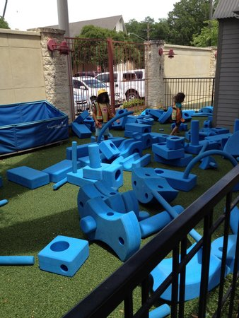 McKenna Children's Museum: Building blocks and shapes - outdoors area