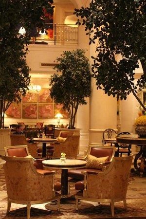 The Leela Palace New Delhi: The Lobby