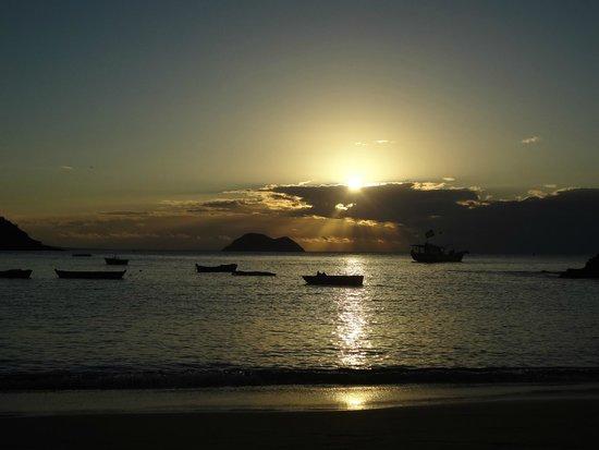 Joao Fernandes Beach: Pôr do Sol
