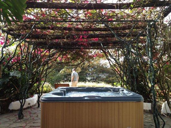 Finca Rosa Blanca Coffee Plantation & Inn: Hot tub