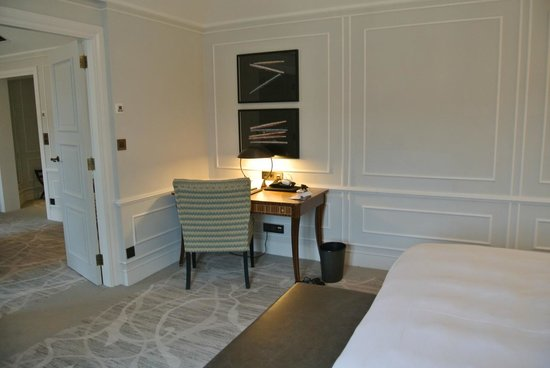 Hotel Maria Cristina, a Luxury Collection Hotel, San Sebastian: Terrace Suite Bedroom Desk