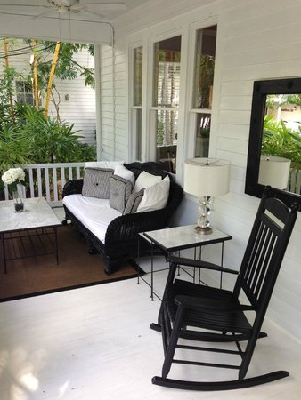 Alexander's Gay and Lesbian Guesthouse: Front porch