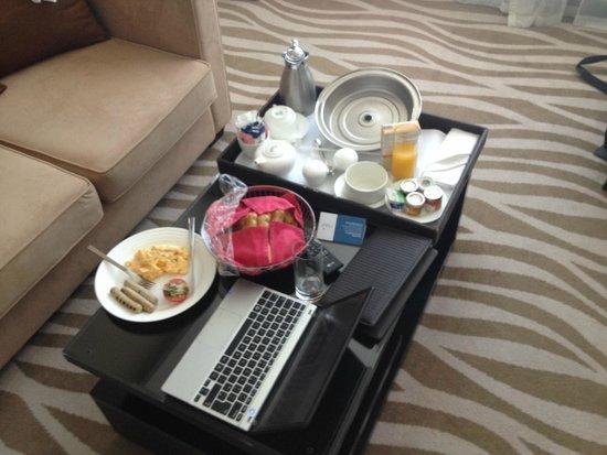 Cristal Hotel Abu Dhabi: Breakfast