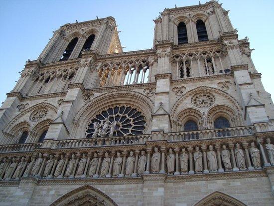 Eglise Notre-Dame de Versailles: TORRES DE NOTRE DAME....