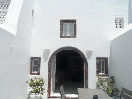 Atrina Traditional Houses: Front of the 1894 Suite