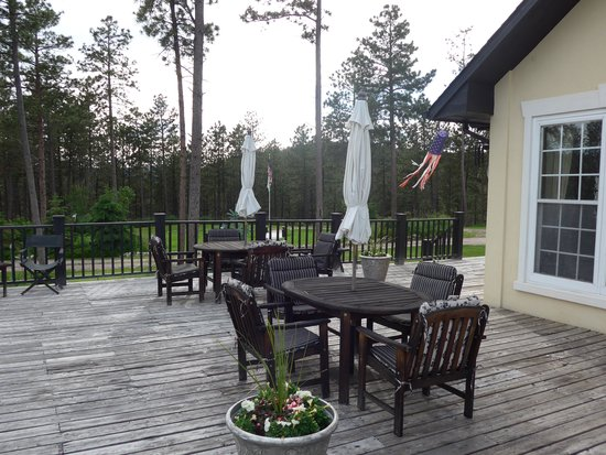Peregrine Pointe Bed and Breakfast: Spacious deck