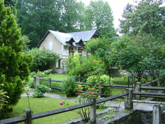Le Moulin du Ponceau : Some of the grounds with neighboring house.