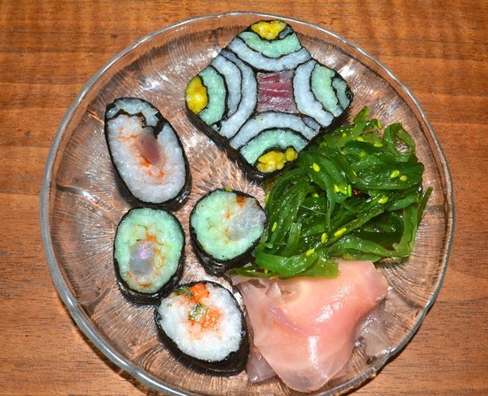 Pirates Point Resort: Friday night sushi at Gladys' home  is not to be missed!