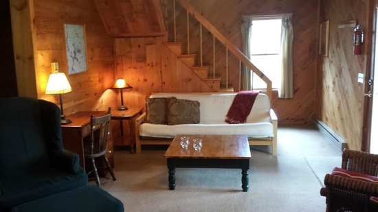 Hunter Cove Cabins on Rangeley Lake: Cabin #5 living room