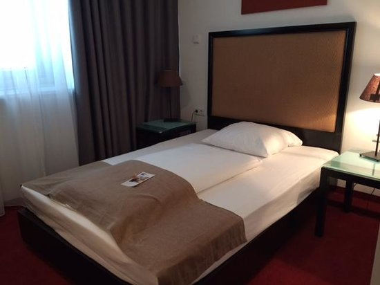 The Corner Hotel: Room
