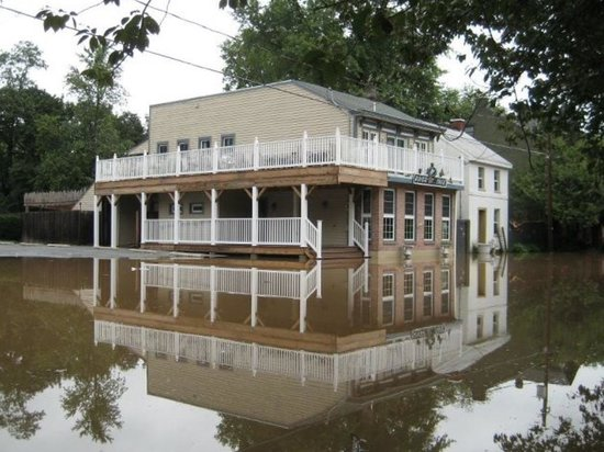 River Street Cafe: Awesome flood pic
