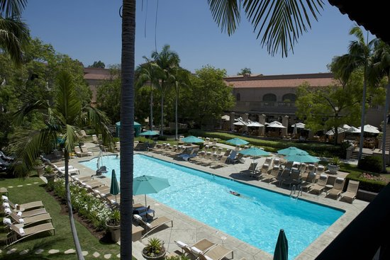 The Langham Huntington, Pasadena, Los Angeles: Afternoon tea & lunch by the beautiful pool