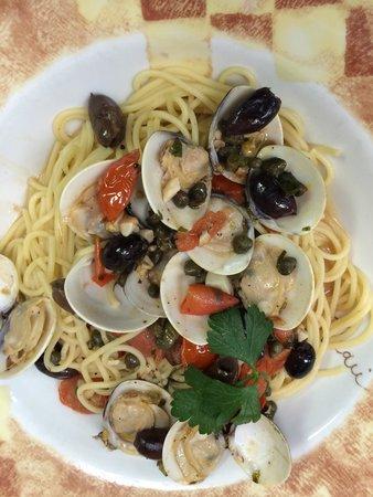Di Lisio's Italian Restaurant: Clams in Chardonnay Sauce