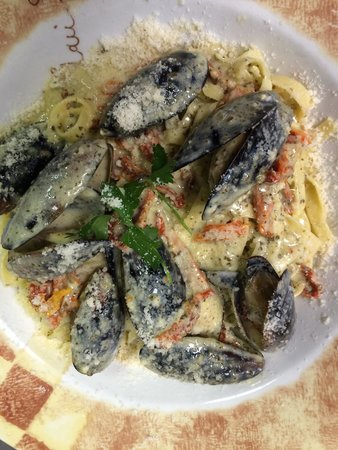 Di Lisio's Italian Restaurant: Mussels Toscana