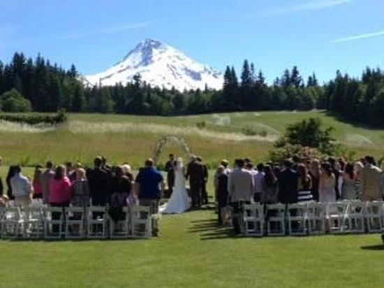 Mt. Hood Bed and Breakfast: Ceremony